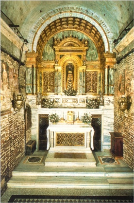 Interior of the actual Holy House of Loreto: Altar